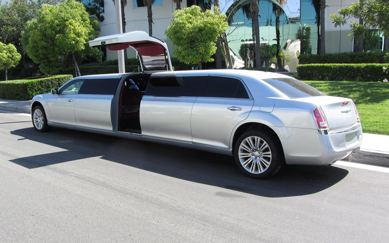 Deluxe Limo And Luxury Car Service